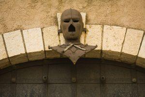 ask man in iron mask 148933416 300x200 - Demir Maskeli Adam