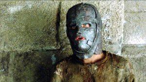der mann in der eisernen maske 1 1265431 300x169 - Demir Maskeli Adam