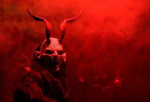 01krampus2015 300x205 - Yeni Yıl Şeytanı Noel Babanın Şeytani Yardımcısı Krampus
