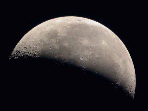 1n 300x225 - Ay'ın Karanlık Yüzü ve Gizemleri