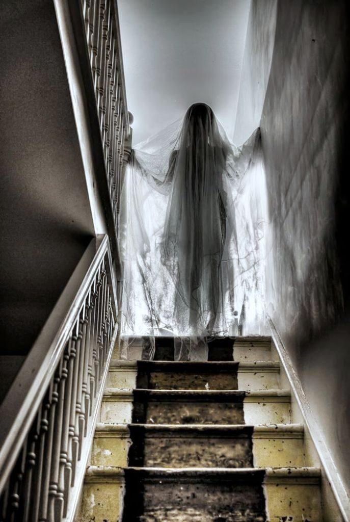 881c44e6286193a42fad48bb75bd3530 halloween ghost decorations halloween ghosts 687x1024 - Hayaletler Gerçek mi?  Hayalet Nedir?  Hayalet Teorileri 1. Bölüm