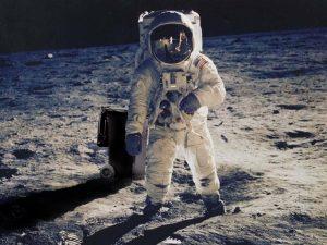 moon 300x225 - Ay'ın Karanlık Yüzü ve Gizemleri