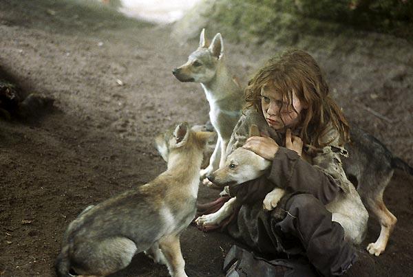 tumblr ll2gd4dcqh1qd1zpno1 1280 - Hayvanlar Tarafından Büyütülen Vahşi Çocuklar