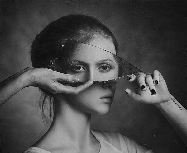 29574b4f337e507e0a00663d35883589 bw photography black white photography - Aynalar Cinler ve Ruhlar İçin Geçit Kapısı mı?