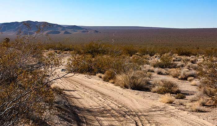 IMG 1057 - Kendi Mezar Taşı Olan Yalnız Telefon Kulübesi Mojave