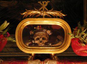 ROMA İTALYA COSMEDİN KİLİSESİ SANTA MARİA DE SAİNT VALENTİNE KAFATASI 300x221 - Katoliklerinin Garip Kutsal Kalıntıları