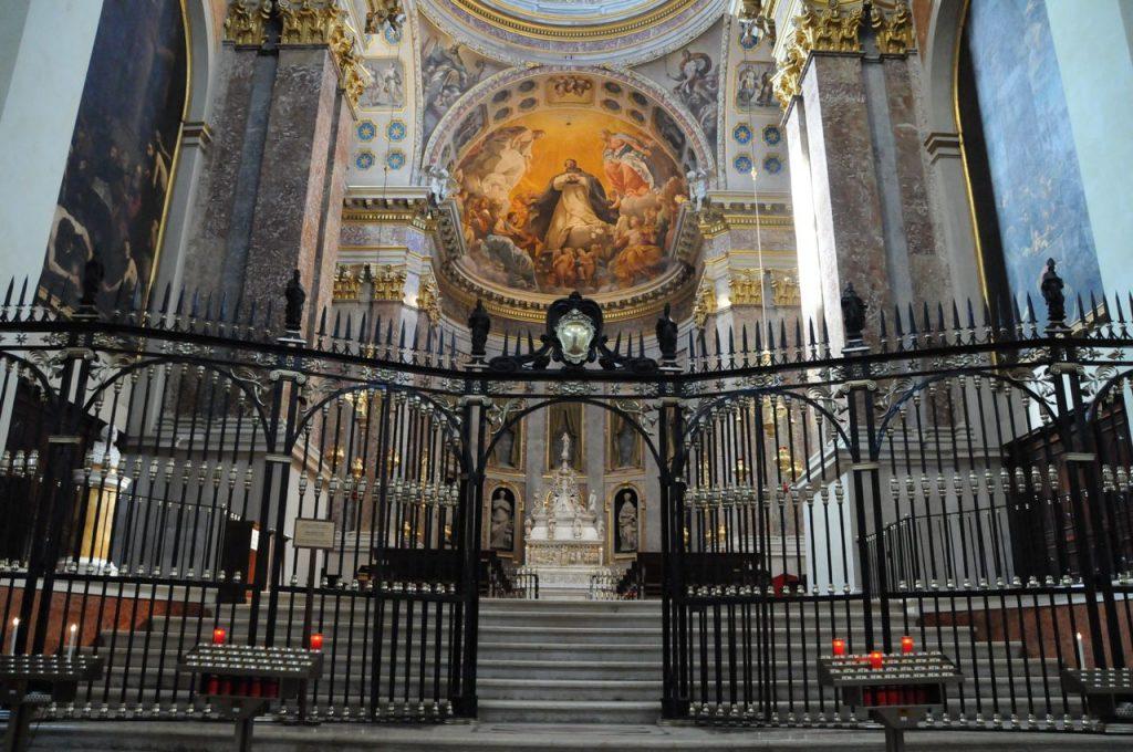 arca san domenico 1024x680 - Katoliklerinin Garip Kutsal Kalıntıları