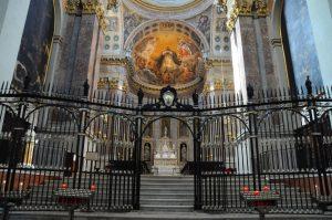 arca san domenico 300x199 - Katoliklerinin Garip Kutsal Kalıntıları