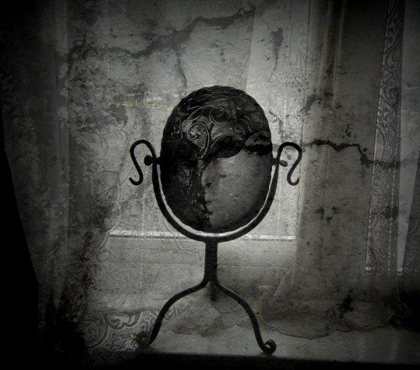 dark mirror by lostknightkg d4yphur - Aynalar Cinler ve Ruhlar İçin Geçit Kapısı mı?