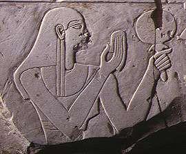 f418f3b4a5c2409078022938d602269b egyptian women ancient egypt - Aynalar Cinler ve Ruhlar İçin Geçit Kapısı mı?