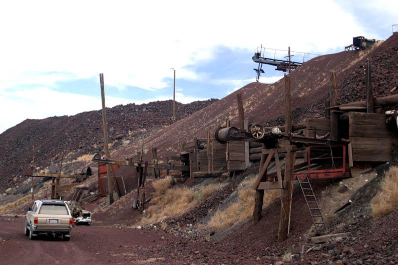 img0053 - Kendi Mezar Taşı Olan Yalnız Telefon Kulübesi Mojave