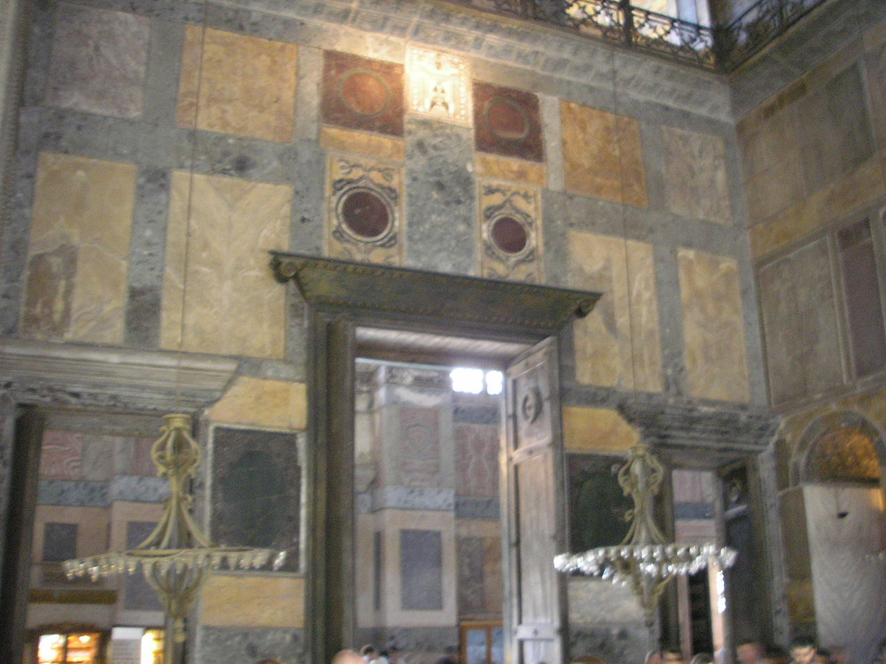 1280px Imperial Gate Hagia Sophia 2007 010 - Kız Kulesi Altındaki Gizli Geçit
