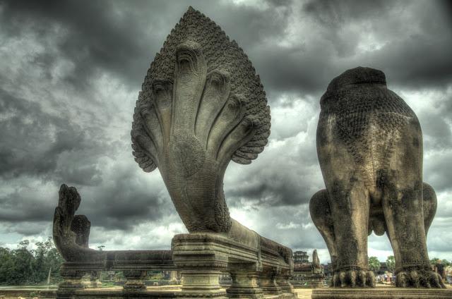 Naga serpent statue - Atlantis  Devleri