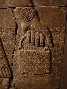 d04363d0376e1c0e941757a15acd4492 water bucket sumerian 225x300 - Sümer Rölyeflerindeki ve Tarot Sembolizmindeki Gizemli Çantalar