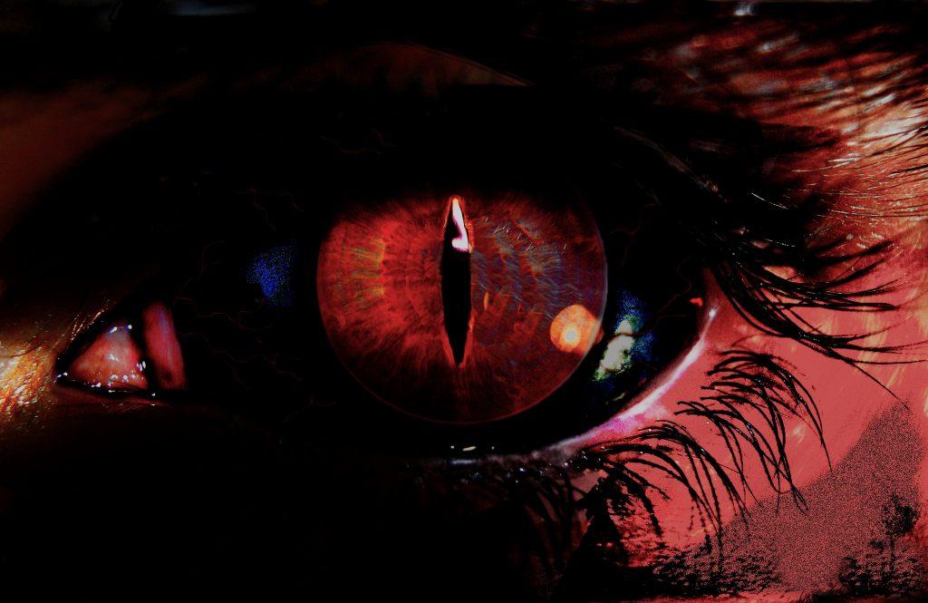 demonic eye by sovereignxviii d3eog6c 1024x665 - Evinizde Şeytani ve Tekinsiz Şeyler Olduğunun İşaretleri