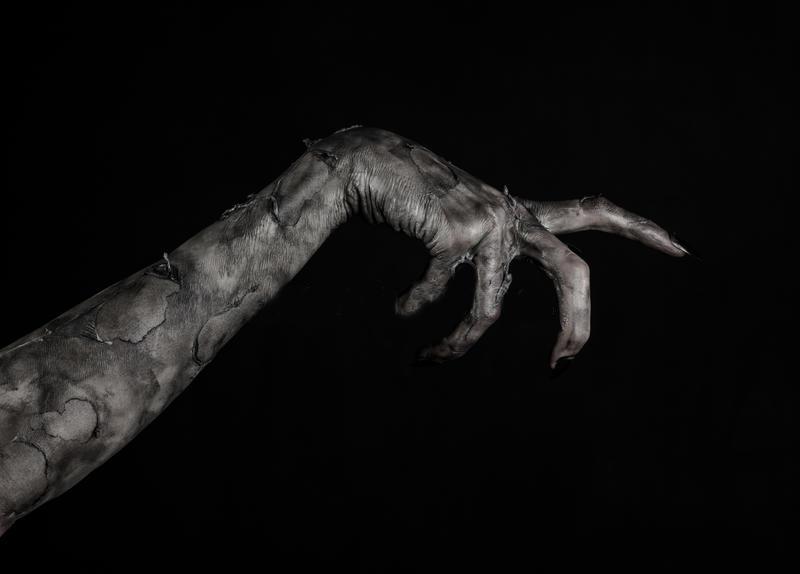black hand death walking dead zombie theme halloween theme zombie hands black background mummy hands devil 49232335 - Mısır Uyarılara Rağmen Gizemli Siyah Dev Lahti Açacak