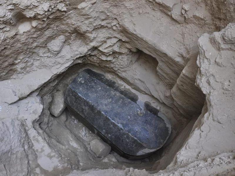 sarcophagus - Mısır Uyarılara Rağmen Gizemli Siyah Dev Lahti Açacak